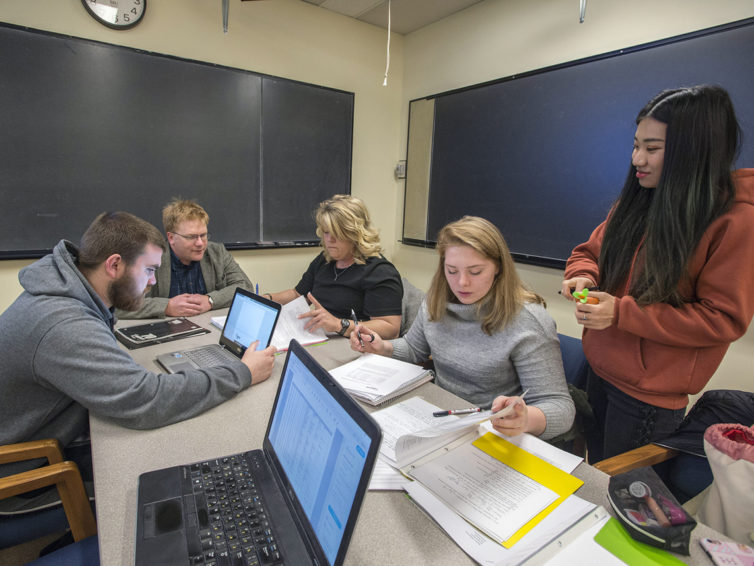 SIU students work on predicting power grid reliability with Ameren Illinois project