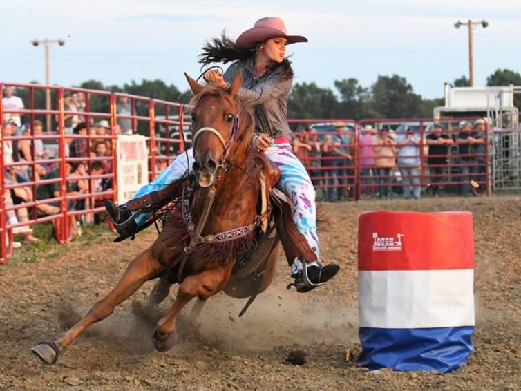 Kaitlin McWhorter rides, wrangles and ropes as SIU's sole Saluki rodeo star