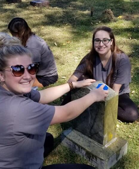 SIU Carbondale mortuary science students spend time beautifying local cemetery